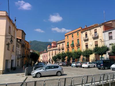 Plaça de la Vila i el carrer Major i d'Anglès.jpg