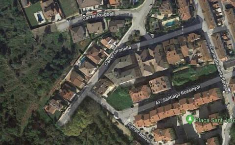 Esquena d'ase entre el carrer Gironella i el Puigbell